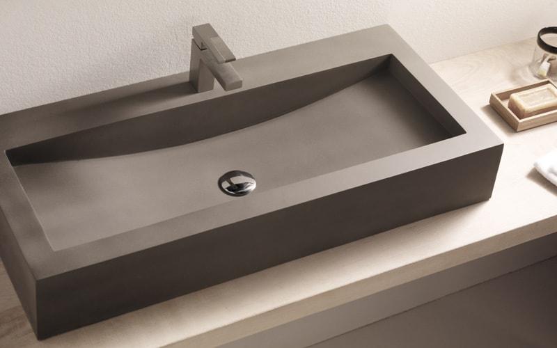 Lavabos de cemento protagonistas del ba o banium - Lavabos dobles sobre encimera ...