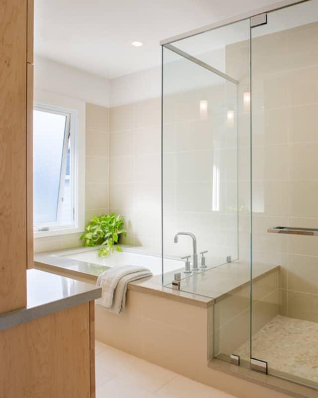 8 opciones para instalar ducha y ba era en un ba o peque o for Banos modernos con banera