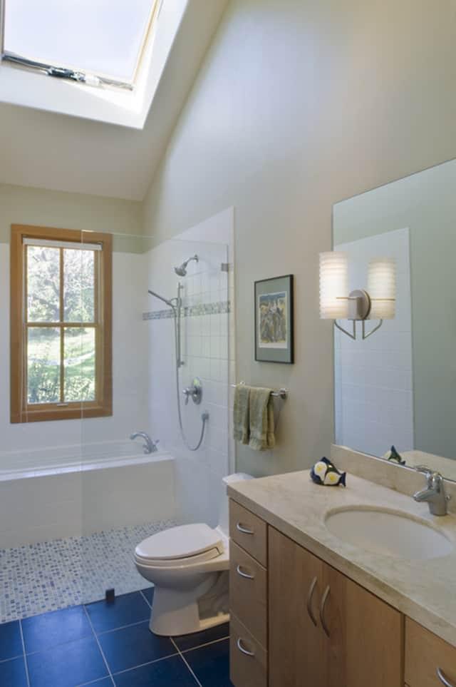 8 opciones para instalar ducha y ba era en un ba o peque o for Instalar una mampara de ducha