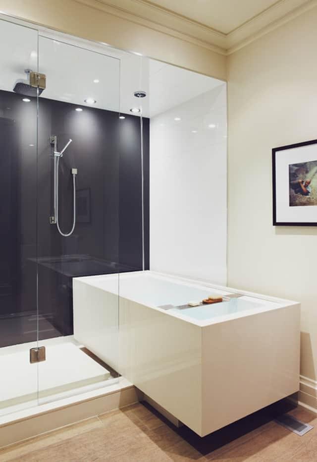 8 opciones para instalar ducha y bañera en un baño pequeño - Banium