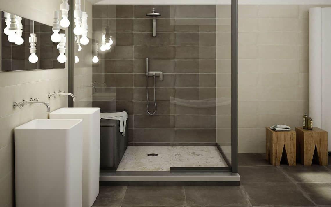 Cuarto de baño con plato de ducha de gran tamaño y lavabos | Banium.com