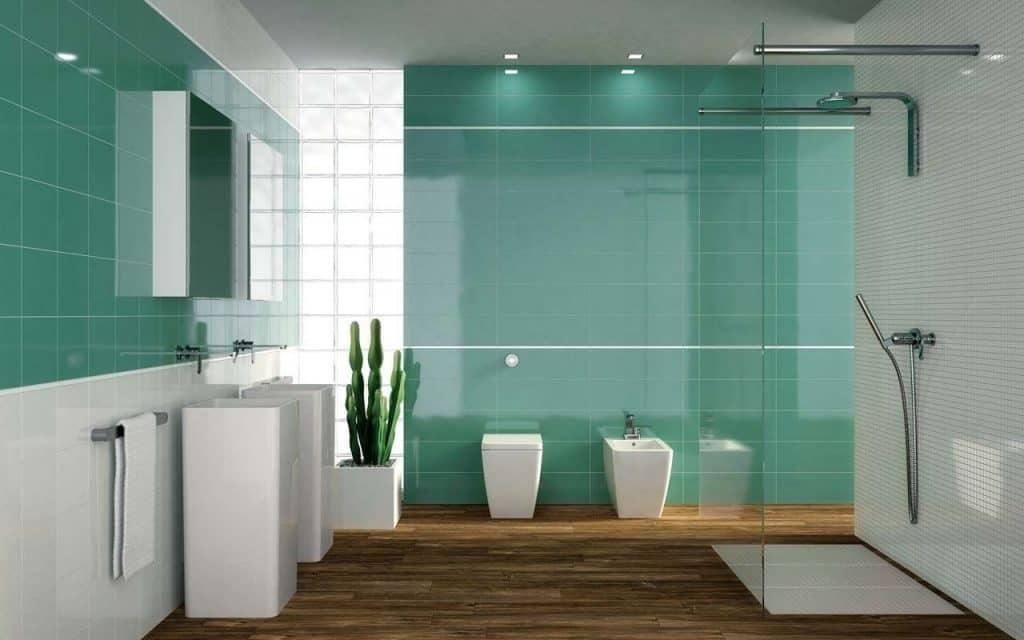 Cuarto de baño con azulejos de color y plato de ducha ...