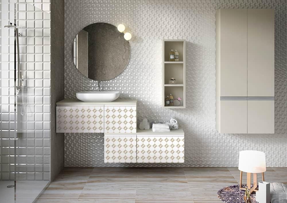 Cuarto de baño con azulejos de porcelana y ducha | Banium.com