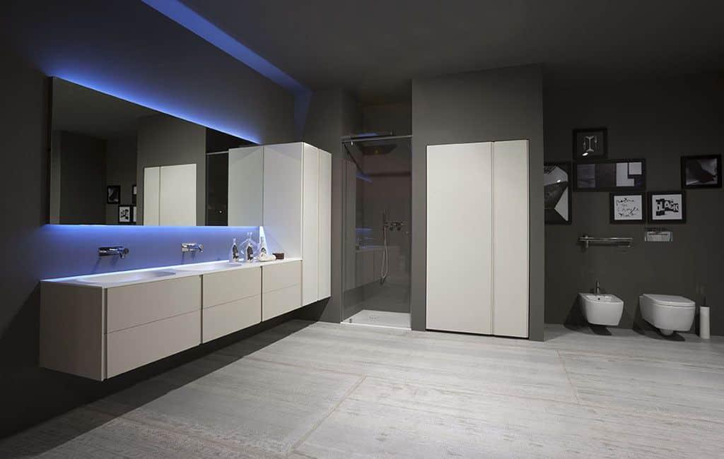 Cuarto de baño de diseño en color gris y blanco   Banium.com