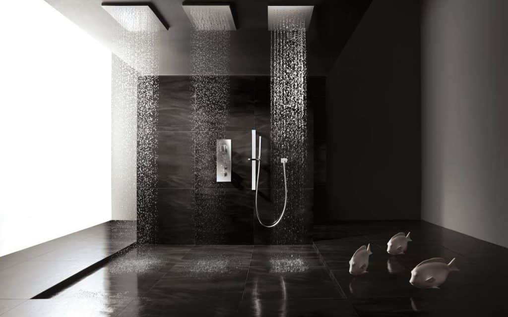 Cuarto de baño con azulejo porcelánico y ducha de obra ...