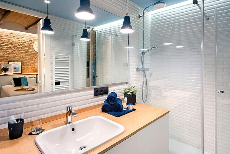 Cómo crear un espacio de bienestar en un baño pequeño