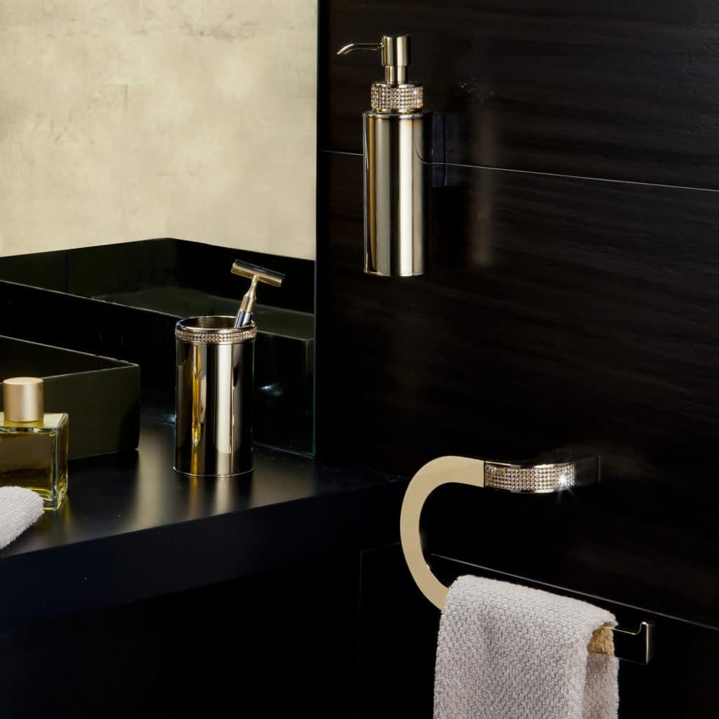 Accesorios de baño con cristales Swarovski para el cuarto de ...